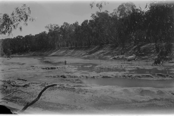 DS-The-River-Murray-near-Mildura-before-the-lock-system-was-introduced-on-the-river-between-1922-and-1937-SLV